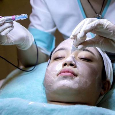 Ngay sau lần chăm sóc đầu tiên, da sẽ sáng mịn và đều màu hơn
