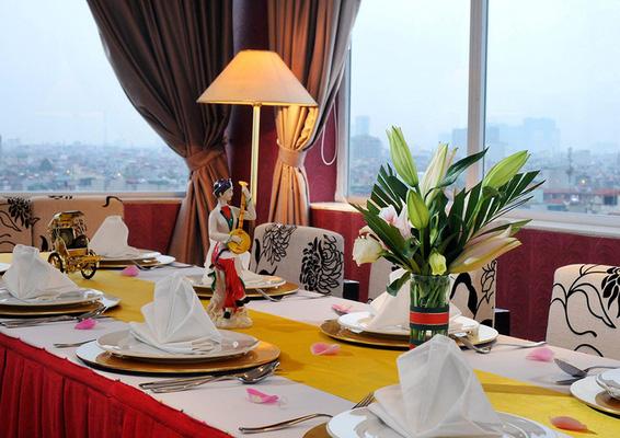 d'Lions Restaurant - Không gian sang trọng