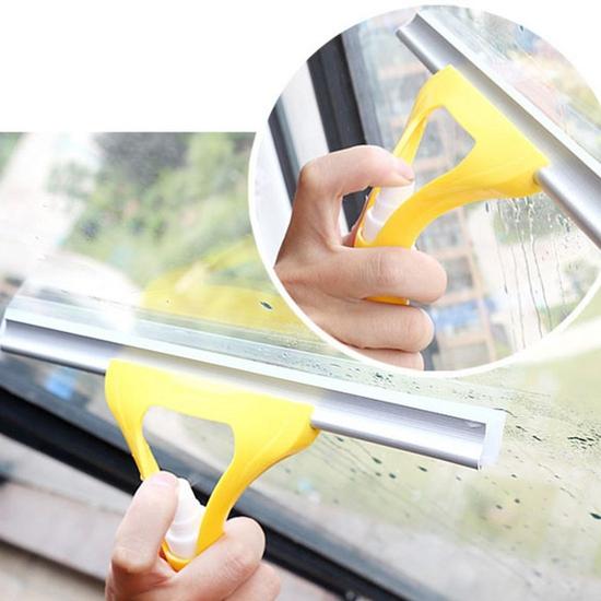 Cây lau kính cầm tay có vòi xịt nước tiện dụng