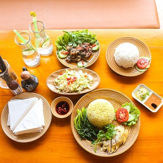 Cơm gà Hải Nam, cơm khâu nhục tặng nước chanh tươi