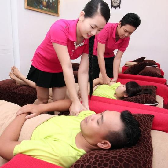 60' Massage Foot và Body bằng tinh dầu thảo dược