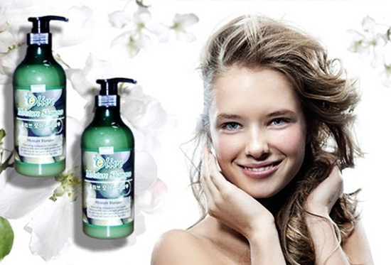 Dầu gội và dầu xả olive, nhập khẩu từ Hàn Quốc, nuôi dưỡng từ chân tóc, cho mái tóc suôn mềm.