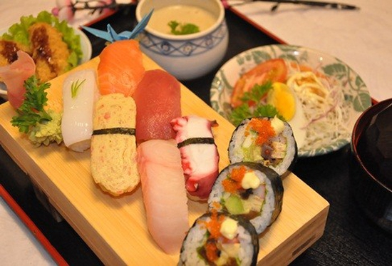 Set ăn trưa: Mì Miso Ramen hoặc Sushi dành cho 1 người tại Nhà hàng Mặt trời đỏ Akataiyo - Chỉ 80.000đ