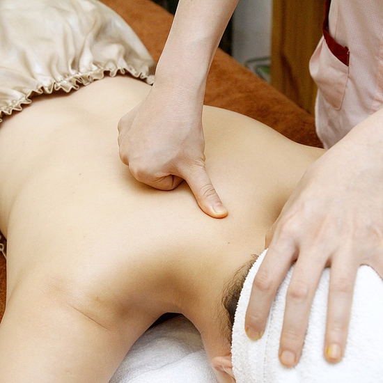 Đả thông kinh lạc, trị liệu đau nhức cổ, vai, gáy Thanh Hiền Skin Clinic & Spa