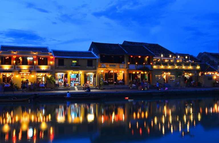 Tham quan Ngũ Hành Sơn - Hội An 1 ngày, Tour khởi hành hàng ngày - Đón khách tại khách sạn ở trung tâm thành phố Đà Nẵng