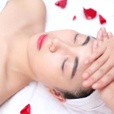 Liệu trình kèm bấm huyệt, massage đầu thư giãn