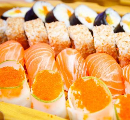 Sushi món ăn đặc trưng của xứ