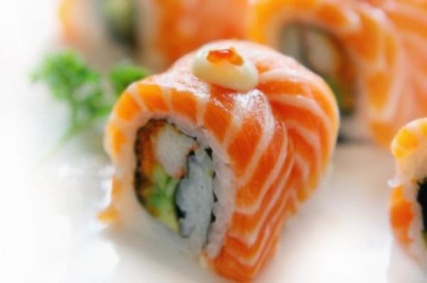 Món ăn được chế biến bởi bếp trưởng nhà hàng 5* với hơn 10 năm kinh nghiệm mang sự đẳng cấp, hấp dẫn và tinh tế từ hương vị tới cách trình bày.