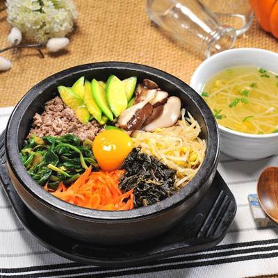 Cơm trộn nồi đá đặc trưng cho nền văn hóa ẩm thực xứ sở kim chi