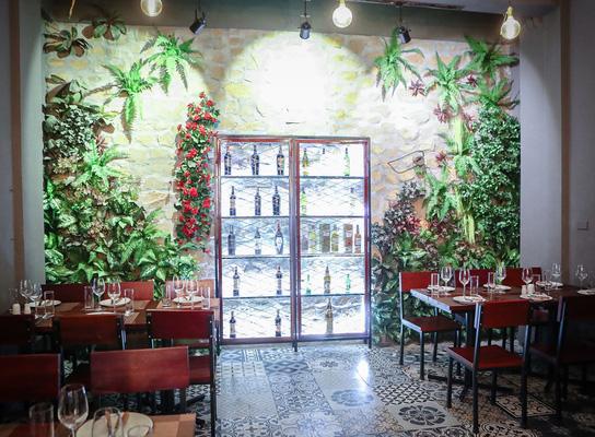 Nhà hàng Dominos - Không gian xanh mát sang trọng