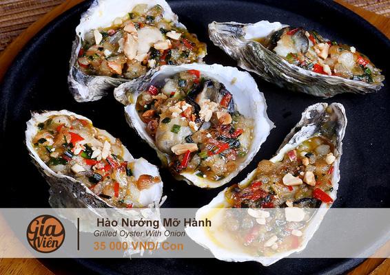 Thực đơn phong phú lên đến 300 món ăn đặc sắc Việt Nam và Châu Á