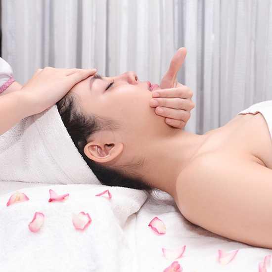 Điều trị mụn, kháng viêm, dưỡng sáng mịn da Royal Kim Spa