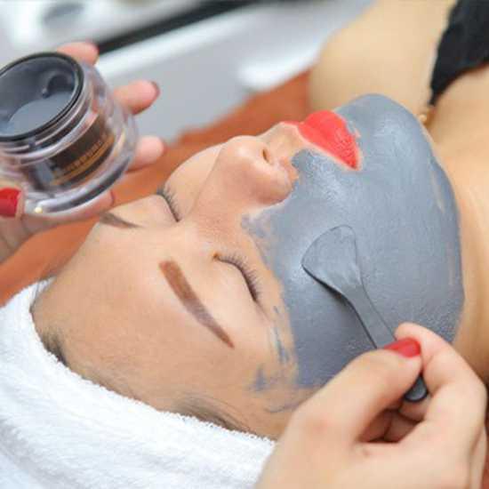 Thải độc da mặt bằng mặt nạ nam châm từ tính
