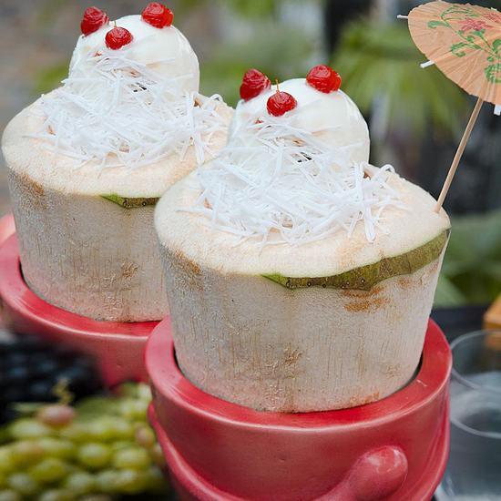 02 trái kem dừa thơm mát cho 2N tại Havana Cafe