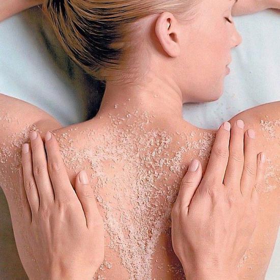 Massage, tẩy da chết muối biển, dưỡng trắng body