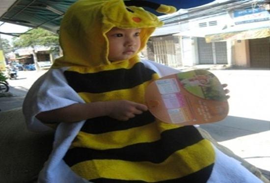 Áo choàng hình con ong ngộ nghĩnh, chất liệu 100% cotton, an toàn cho bé yêu của bạn - Chỉ 85.000đ