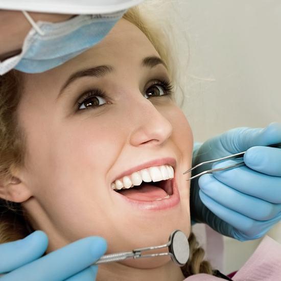 Kết quả hình ảnh cho lấy cao răng không ê buốt
