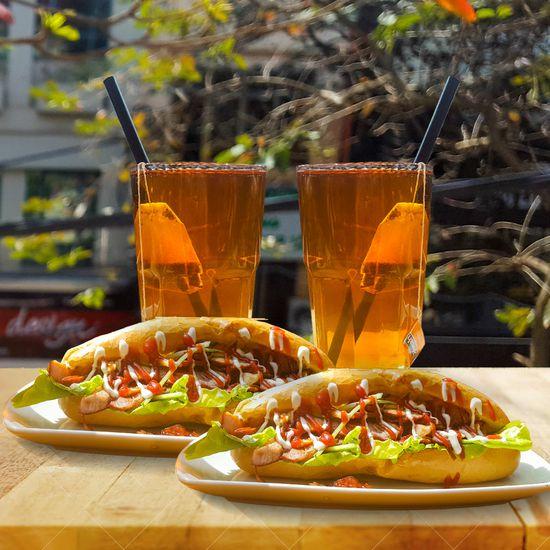 Set ăn nhanh văn phòng: 2 bánh mì thịt & 2 trà