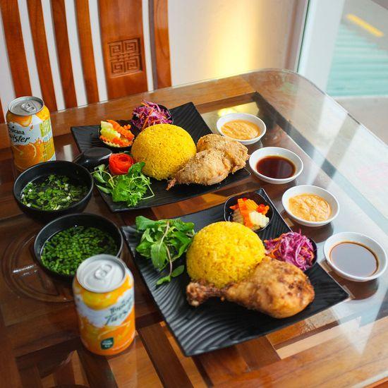 Set cơm gà kèm nước ngọt cho 2 người - NH Lẩu Ngon