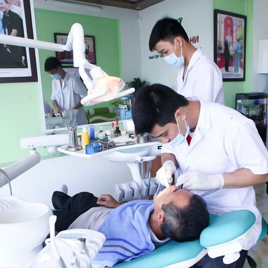 Làm răng sứ Titan của Mỹ - Bảo hành 2 năm
