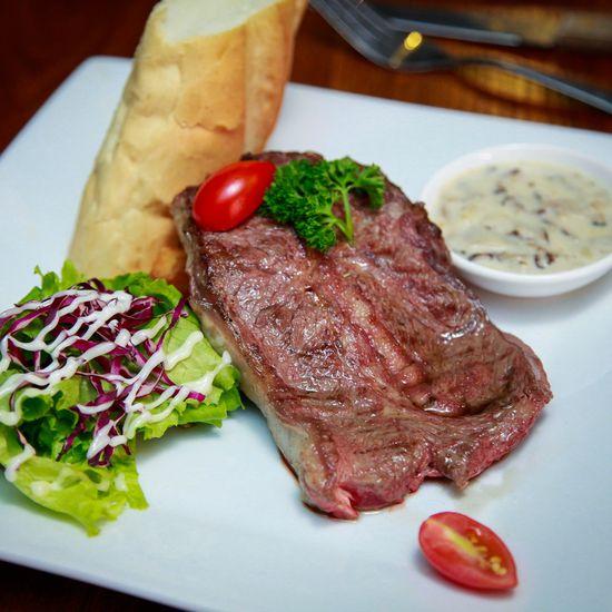 Set steak bò Mỹ và nhiều món kiểu Âu cho 4-5 người