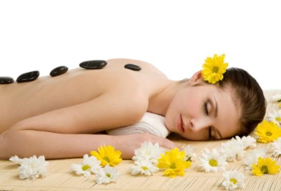 Tận hưởng 75 phút Massage đá nóng với tinh dầu thảo dược tại Á Đông Spa chỉ với 100.000đ