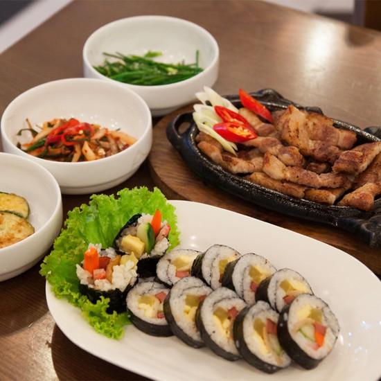 Set ăn: thịt ba chỉ nướng + kim bắp + 6 món phụ cho 2 người tại nhà hàng Sườn Nướng Hàn Quốc - Chỉ 138.000đ