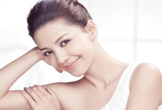 Chăm sóc da mặt bằng vitamin C giúp da trắng sáng và chống lão hoá da tại Le Brian Spa - Chỉ 120.000đ