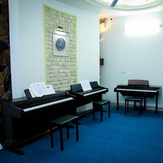 1 trong 4 khóa học Thanh nhạc/Piano/Guitar/Violon
