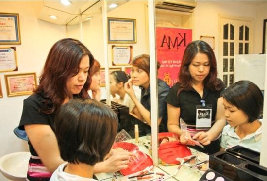 Khóa học trang điểm cá nhân 05 buổi tại Trung tâm đào tạo trang điểm KMA Makeup Professional chỉ với 250.000đ