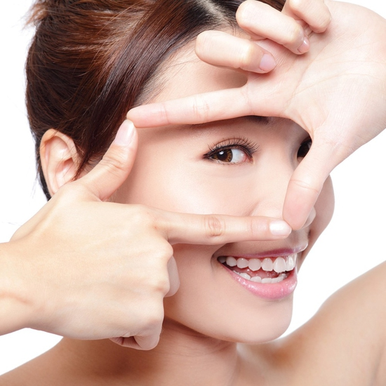 Xóa nhăn, trị thâm, đánh tan bọng mắt công nghệ V4 - Derma Laser Clinics với công nghệ V8, serum và collagen