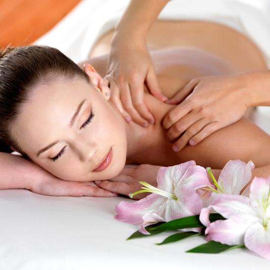 Massage body tẩy tế bào chết tại Snow White