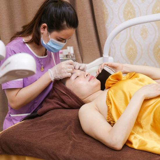Trị mụn chuyên sâu, giảm mụn ngay lần đầu điều trị