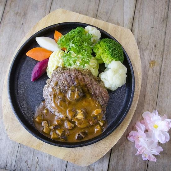 Thưởng thức bít tết bò Úc đặc biệt tại Nhà hàng Kosho