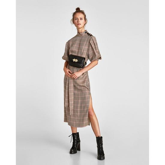 AU725: Váy kẻ ZARA tay bồng xẻ tà hàng chính hãng sale 30%