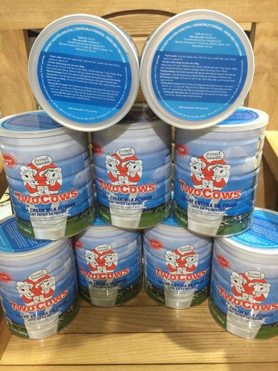 Sữa bột Two Cows nguyên kem (900g)
