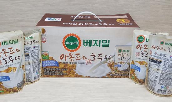 Sữa óc chó hạnh nhân - 1 thùng( 3 xách)