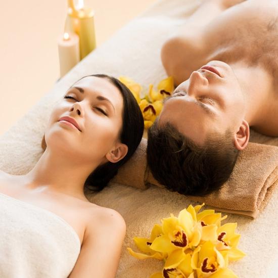 Massage trị liệu tẩy tế bào chết toàn thân tại Akira Clinic Spa