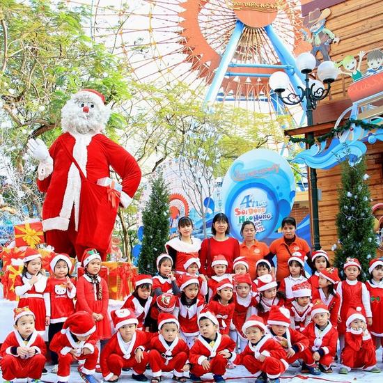 """Trọn gói vui chơi Công viên Hồ Tây """"Vui Giáng Sinh - Chào Năm Mới 2019"""""""
