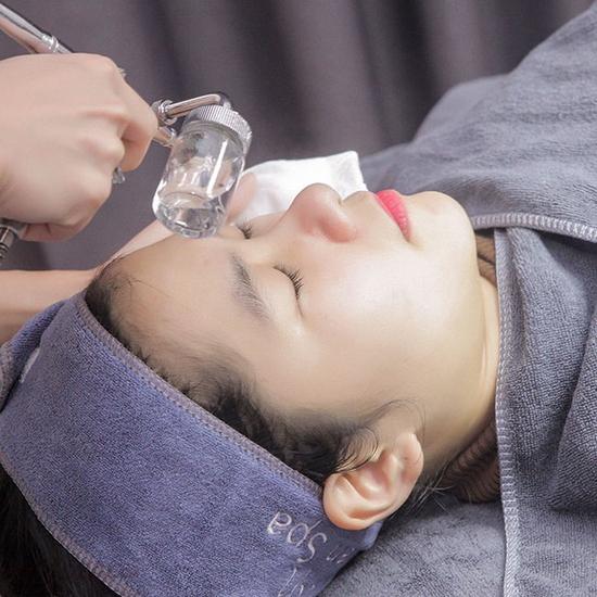 Giải pháp giúp da căng bóng, trẻ hoá da tức thì với tinh chất vàng 24K tại Lilian Spa
