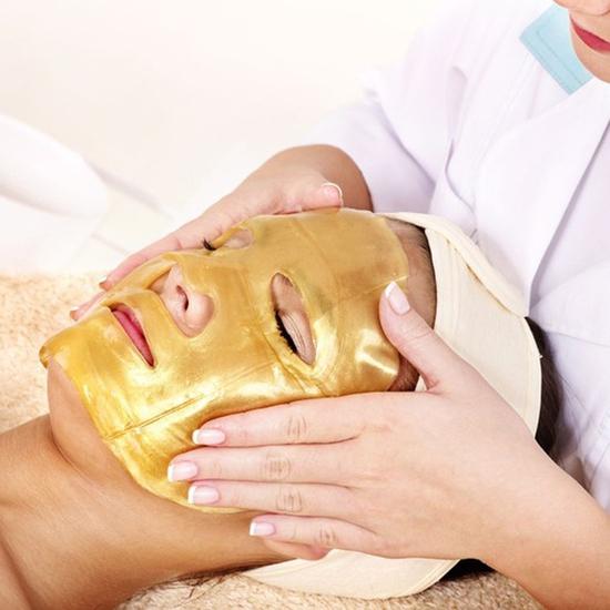 Trẻ hóa da mặt bằng công nghệ ánh sáng và mặt nạ sâm vàng 24K tại Học viện Mỹ Nhân