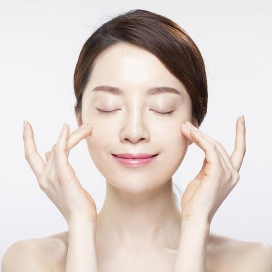 Trị mụn, xóa thâm, đưa tinh chất Collagen C+ tại Doctor Skin Spa
