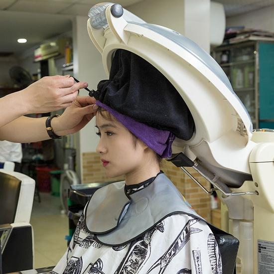 Dịch vụ hấp phục hồi tóc Olaplex tại Long Nguyễn Hair Salon