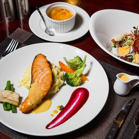Combo Salmon hảo hạng dành cho 1 người tại Nhà hàng Wine & Steak House Hồ Tây