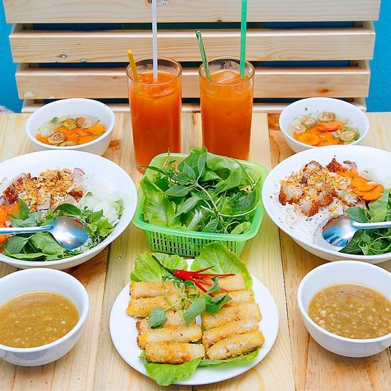 Chỉ 99.000đ thưởng thức ngay bún thịt quay và chả tôm đặc sắc, siêu ngon siêu rẻ duy nhất tại Muachung! Click Mua ngay!