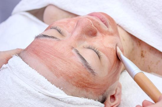 Trị mụn chuyên sâu bằng công nghệ New E-Light Derma Laser Clinics cho bạn làn da sạch mịn, mịn màng