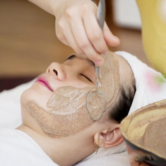 Đắp mặt nạ dưỡng da & đi Oxy trẻ hóa da mặt