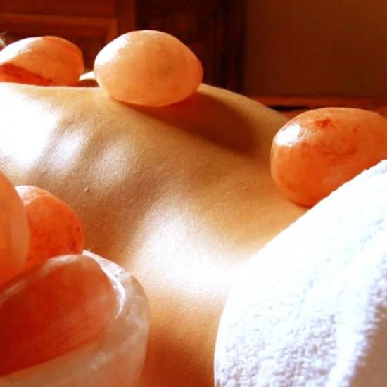 Tẩy da chết toàn thân, massage đá muối Himalayas Spa Thảo