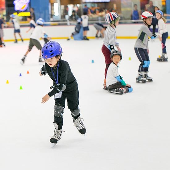 Vé trượt băng trẻ em - Sân trượt Vincom Royal City