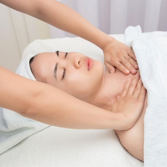 Massage cổ vai gáy thư giãn với tinh dầu Lavender Lavender AHA Salon & Spa